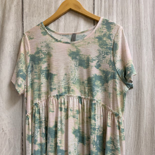 Primary Photo - BRAND: HONEYME STYLE: TOP SHORT SLEEVE COLOR: TIE DYE SIZE: XL OTHER INFO: PINK GREEN/PAISLEY SKU: 150-15098-38049