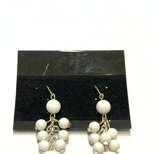 Primary Photo - BRAND:    CLOTHES MENTOR STYLE: EARRINGS COLOR: WHITE SIZE: 1 OTHER INFO: BEADS WITH CIRCLE SKU: 150-150154-2476