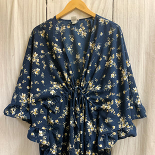 Primary Photo - BRAND:    CLOTHES MENTOR STYLE: SHAWL COLOR: NAVY SIZE: 1X OTHER INFO: FLORAL SKU: 150-150154-5650