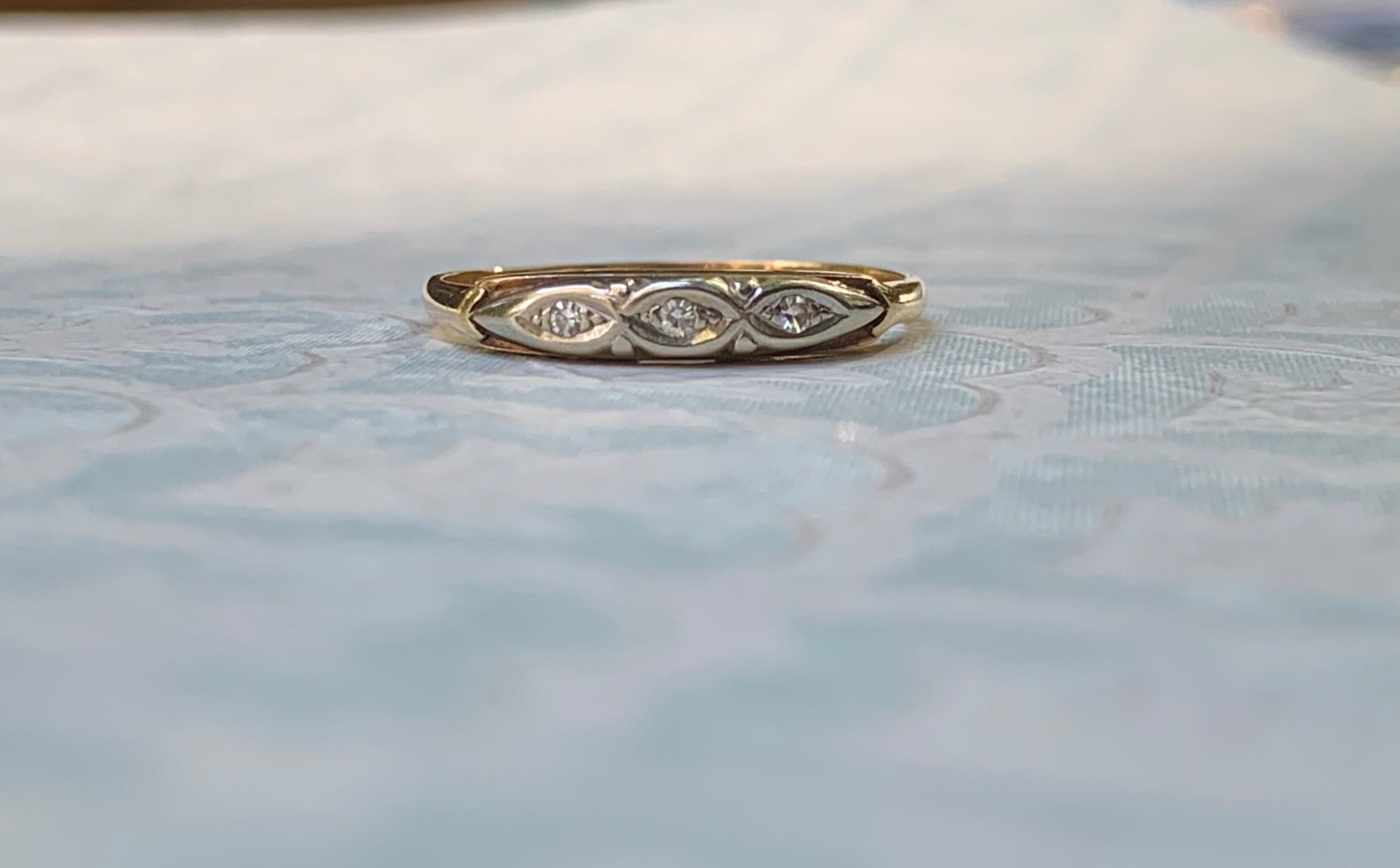 Vintage scalloped band