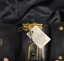 Load image into Gallery viewer, Bosca leather key case