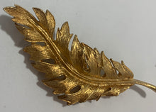 Load image into Gallery viewer, Vintage Coro 1961 Gold Tone Feather Brooch/Pin