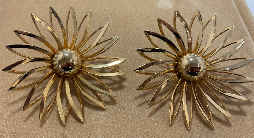 Vintage Gold Tone Sarah Coventry Large Flower Clip on Earrings