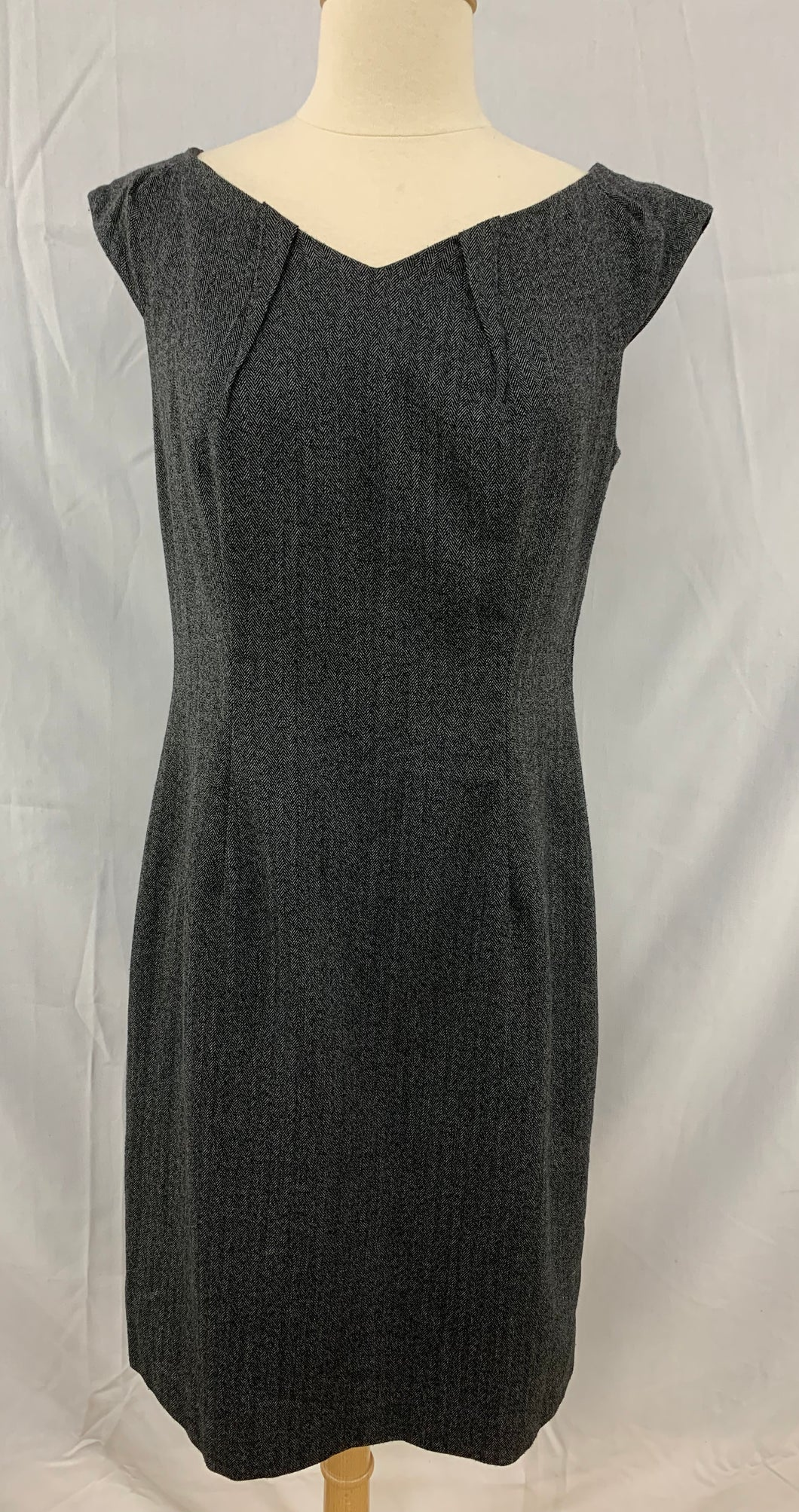 Wassio stretch Size 8 Black Herrringbone Soft Cap Sleeve Dress