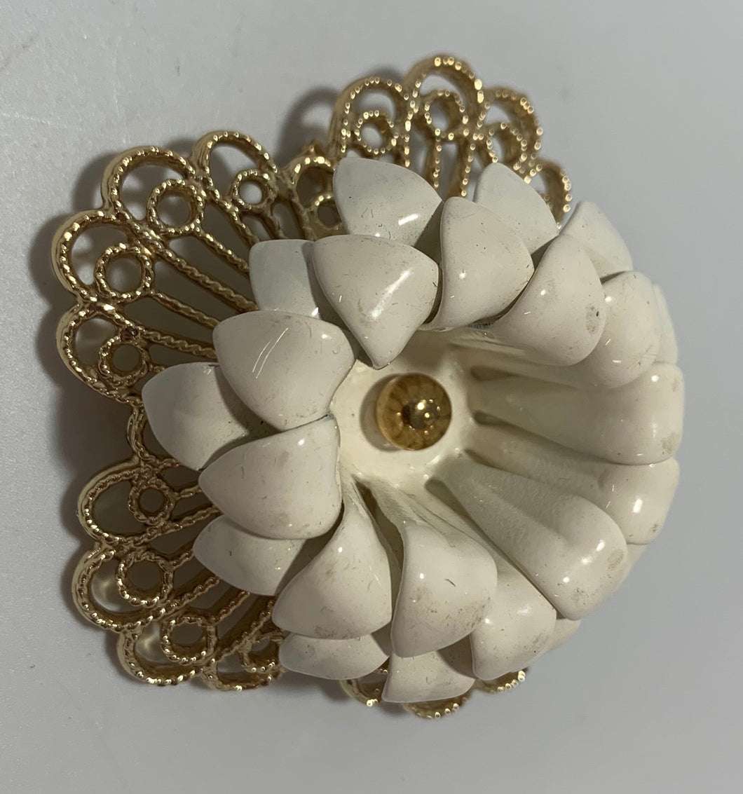 Sarah Coventry Vintage Metal White Enamel painted Flower Brooch/Pin