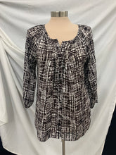 Load image into Gallery viewer, Dana Buchman size small Black White Button Down long sleeve blouse shirt