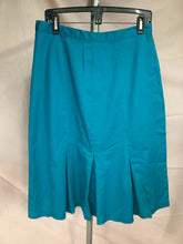 Load image into Gallery viewer, Natural Dimensions Size 16 Blue Front Pleated Skirt