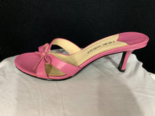 Load image into Gallery viewer, Nine West Pink Kitten Heel Leather Size 7 Pre Owned in