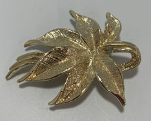 Load image into Gallery viewer, Vintage Gerry's leaves Brooch/Pin