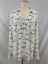 Load image into Gallery viewer, Just Living size M White Blue Black Duck Bird Button Down Hi Low Shirt Tab Sleev
