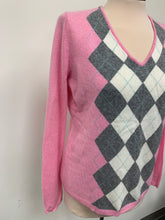 Load image into Gallery viewer, Apt. 9 Pink Gray Ivory Argyle Diamond Pullover Sweater sz L