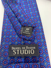Load image into Gallery viewer, Daniel De Fasson Studio 100% Silk Hand Made Tie