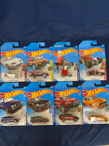 Set of 8 Collectible Hotwheels cars(new)