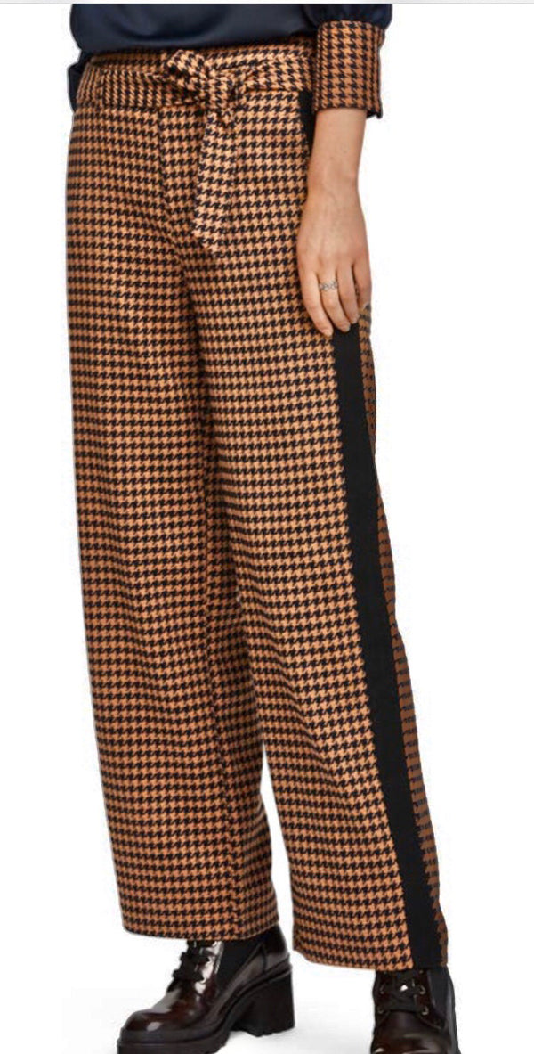 S&S Wide Legged Pants With Contrast Side