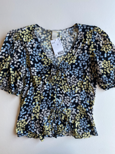 H & M Short Sleeve Top Size Extra Small