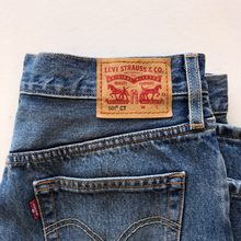 Load image into Gallery viewer, Levi Denim Size 2 (26)