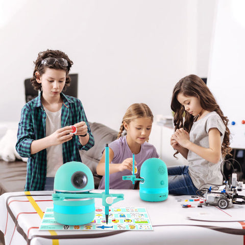 Image of Quincy the Robot Artist-EDUCATIONAL ROBOT-PenPalBots
