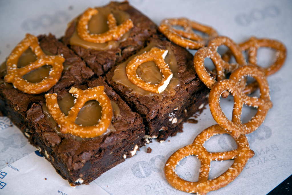 Reeces® Cups, Peanut Butter, Pretzel & Salted Caramel Brownie (Box of 4) - Banging Bakes