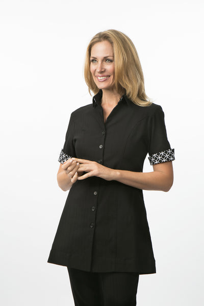 THE FITTED BUTTON SCRUB TOP