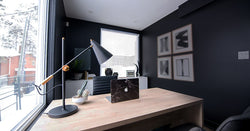 Apple HomePod-Desk with MacBook and lamp