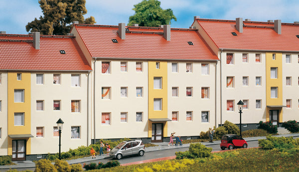 Auhagen 11402 Multi-family house