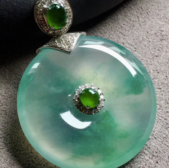 What Is Jade? The Difference Between Jadeite And Nephrite