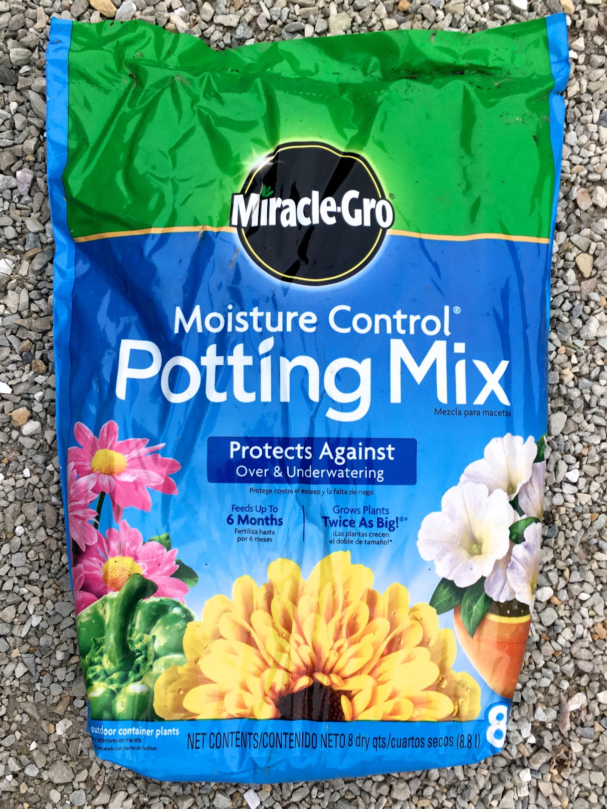 Miracle-Gro Moisture Control Potting Mix 8 qts.