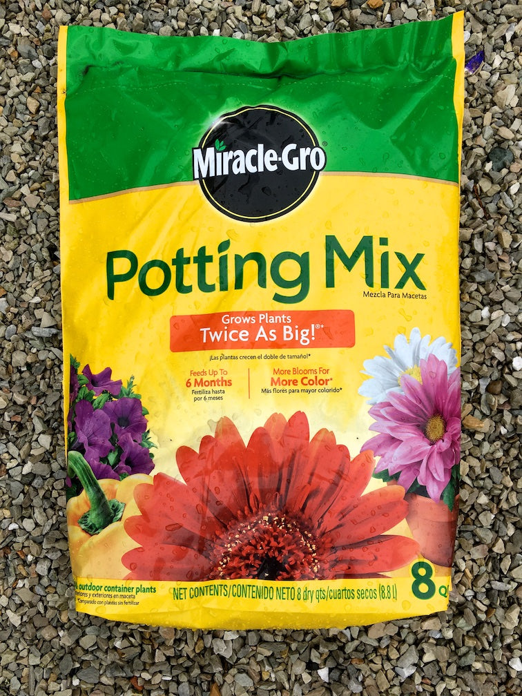 Miracle-Gro Potting Mix 8 qts.