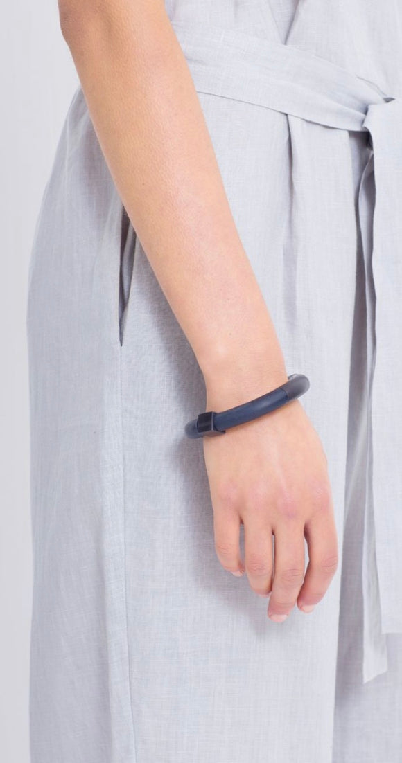 Elk ILI Bangle Black