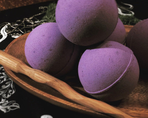 Thorn & Moon Bath Bomb - Full Moon Dream Bomb - All-Natural - Essential Oils - Lavender, Vanilla, Jasmine, Mugwort