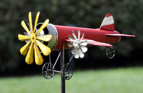 Stake Airplane Spinner