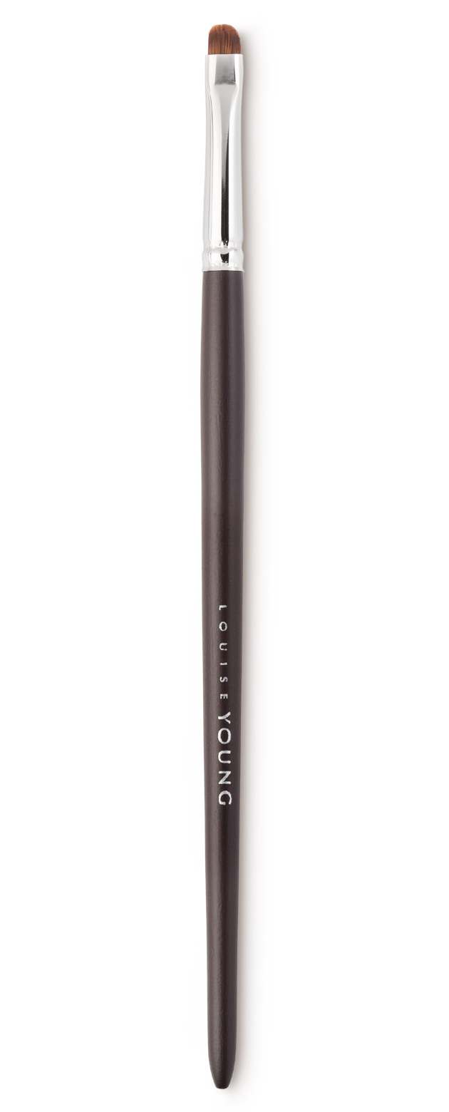 The firm, compact bristles of this eyeshadow brush is perfect for applying make-up to the upper and lower lash lines.  Louise Young Vegan brushes are handmade in the UK, individually crafted and checked at all stages to create a durable and luxurious product.