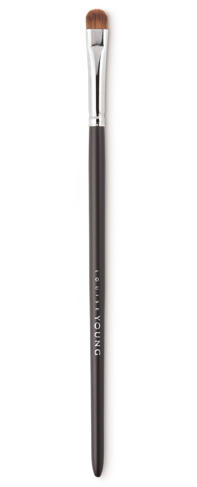 This Classic Shadow Brush is ideal for the application of eyeshadow.  Louise Young Vegan brushes are handmade in the UK, individually crafted and checked at all stages to create a durable and luxurious product.