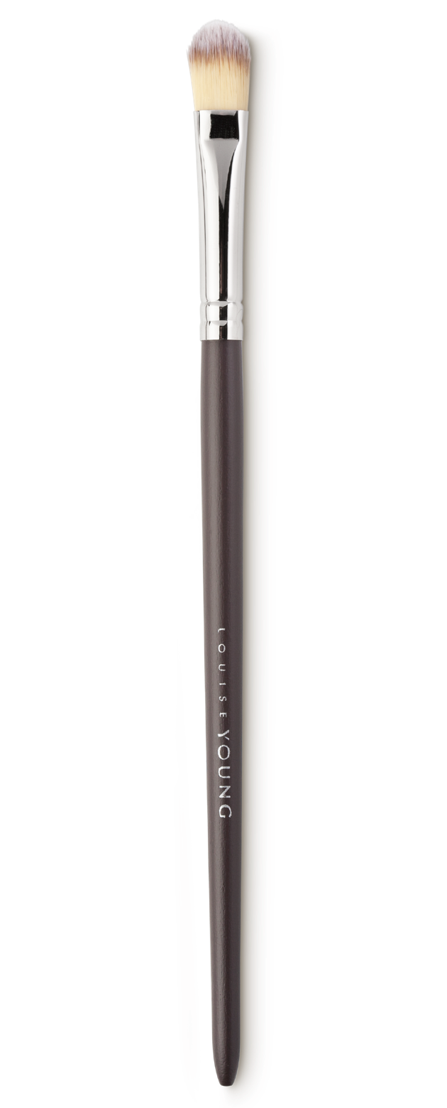 The shape of this brush makes it ideal for applying concealer to larger areas to create a perfect make-up base. Also great for applying eyeshadow, especially cream formulas.  Louise Young Vegan brushes are handmade in the UK, individually crafted and checked at all stages to create a durable and luxurious product.