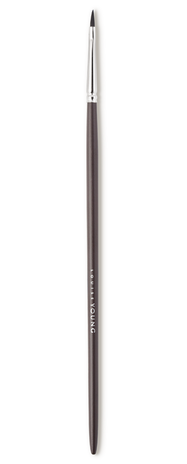A great everyday eyeliner brush to use with liquid, cake or gel eyeliner. The filbert shape allows for optimum control.  Louise Young Vegan brushes are handmade in the UK, individually crafted and checked at all stages to create a durable and luxurious product.
