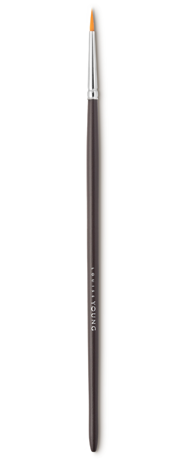 The Standard Eyeliner Brush allows for quick and easy application of liquid, cake or gel eyeliner. Use to define eyes or for pin-point concealing.     Louise Young Vegan brushes are handmade in the UK, individually crafted and checked at all stages to create a durable and luxurious product.