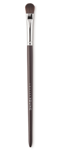 A great universal brush for applying and blending eyeshadow.  Louise Young Vegan brushes are handmade in the UK, individually crafted and checked at all stages to create a durable and luxurious product.