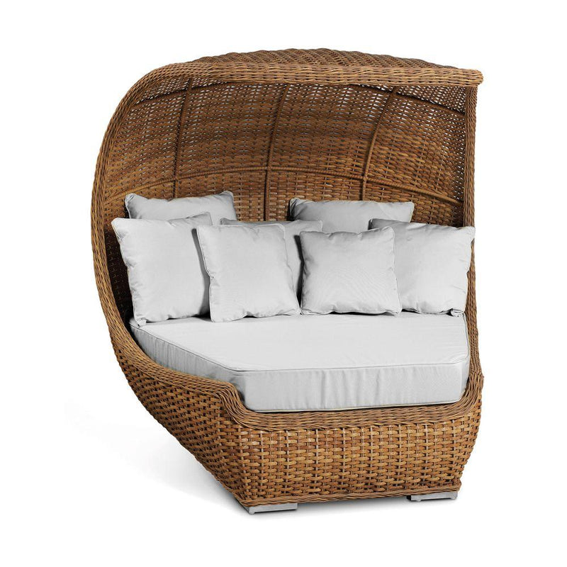 Shell Style Outdoor Rattan Daybed | simple outdoor woven shell sunbed | white beige
