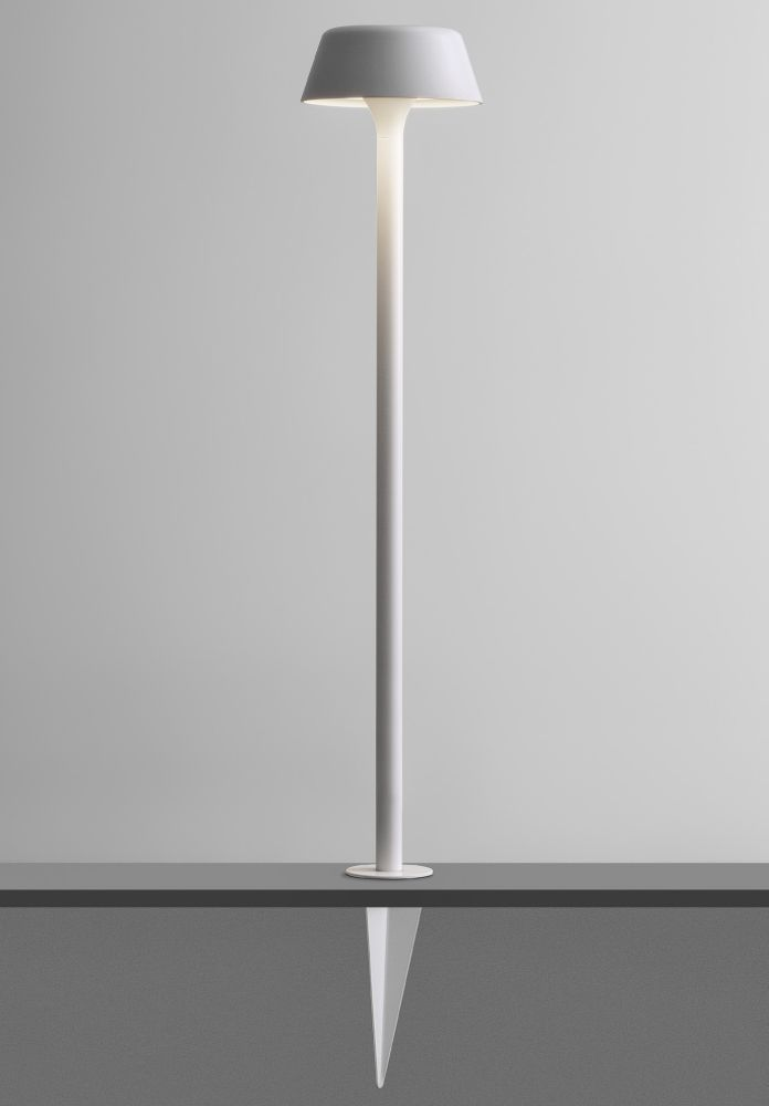 Minimal Sleek Outdoor Floor Lamp | luxury external LED battery floor lamp | white black champagne bronze | titanium aluminium