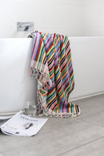 Load image into Gallery viewer, Vivid Lines Hand Towel