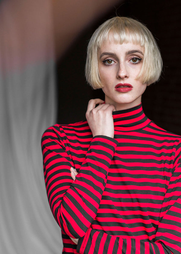 RED STRIPES TURTLENECK