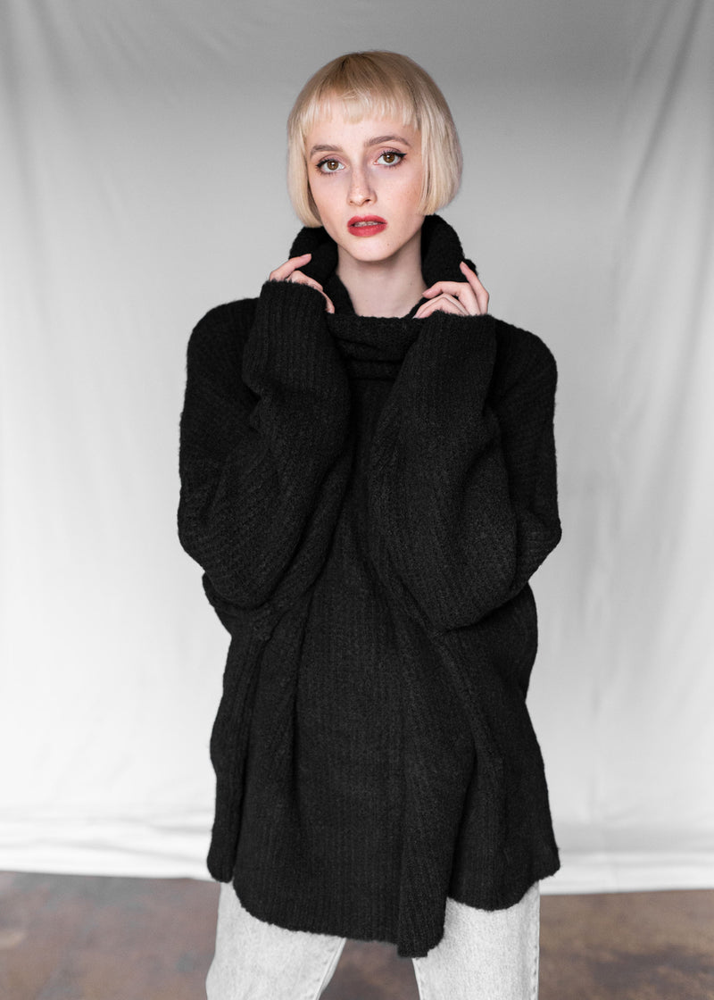 ROLL NECK JUMPER IN BLACK