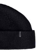 MERINO DOCKER SHORT BEANIE IN BLACK