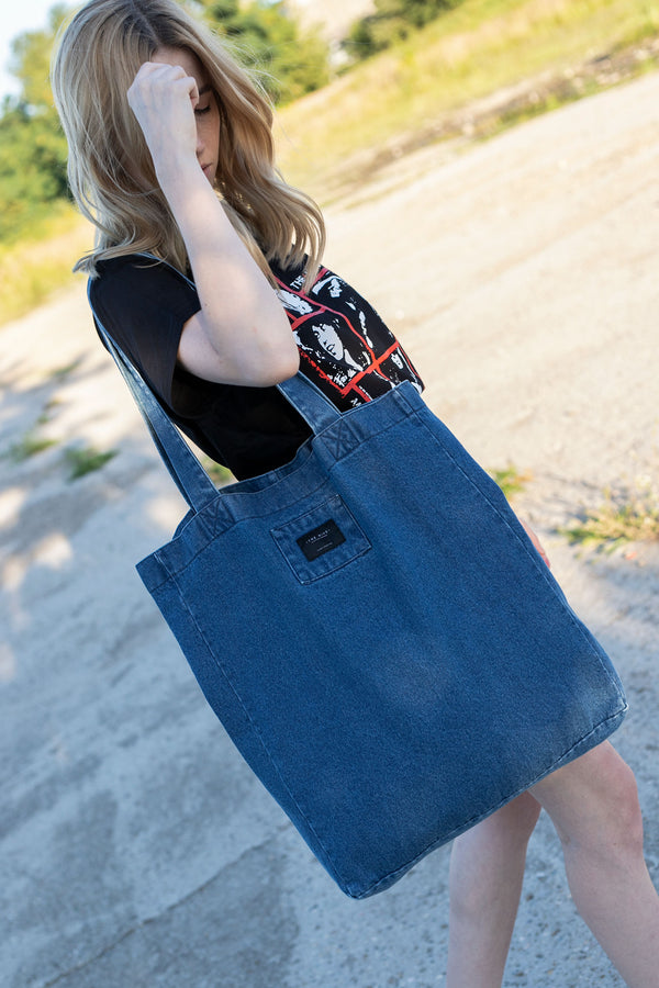 DENIM BAG IN STONED WASHED BLUE