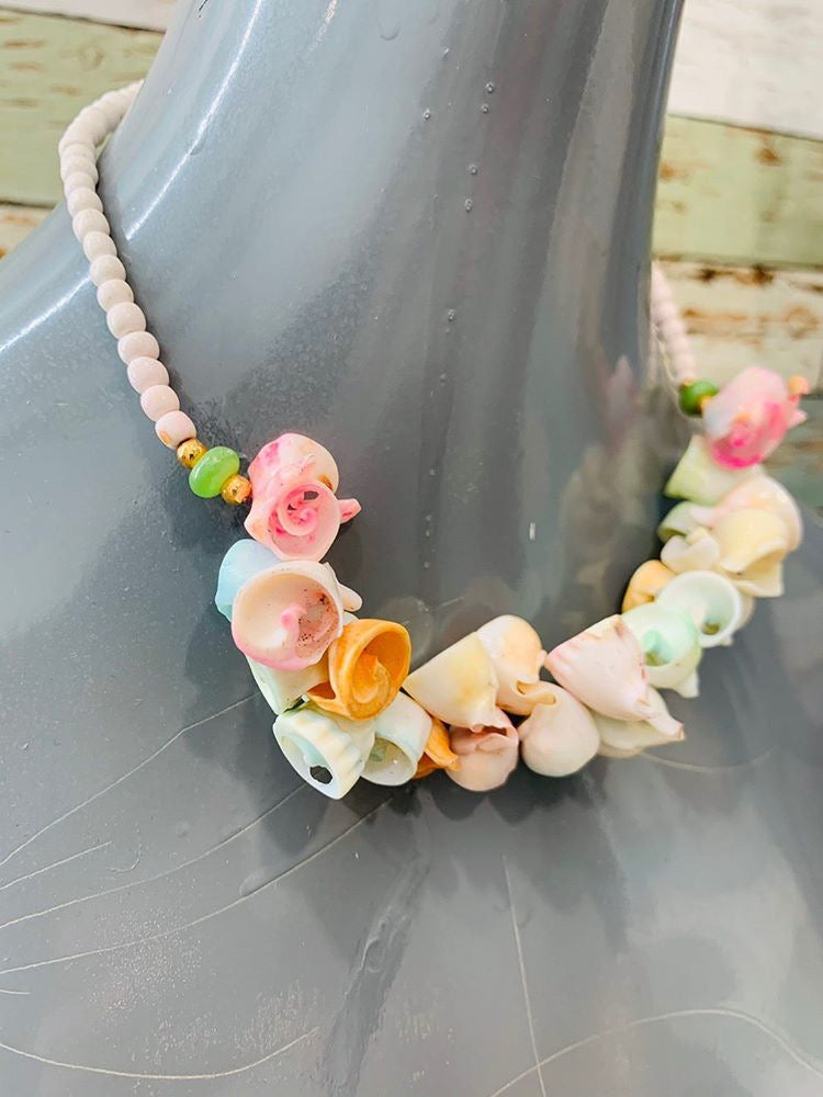 80s - Multicolor Shell With Flowers Necklace - Hamlets Vintage