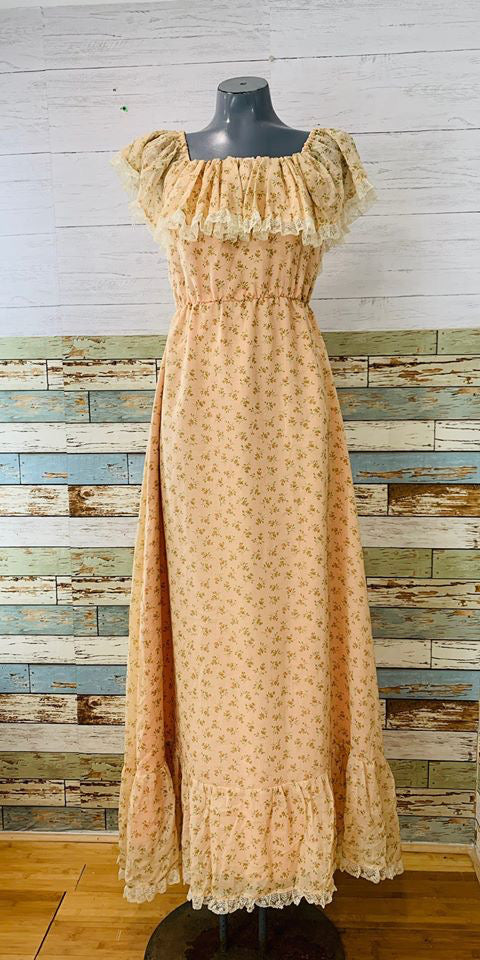 70s - Peach Floral Print lace Trimmed Maxi Dress Ruffle Neck - Hamlets Vintage