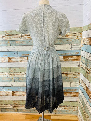 50s - multicolor Gray Short Sleeve Dress with Full Pleads Skirt - Hamlets Vintage