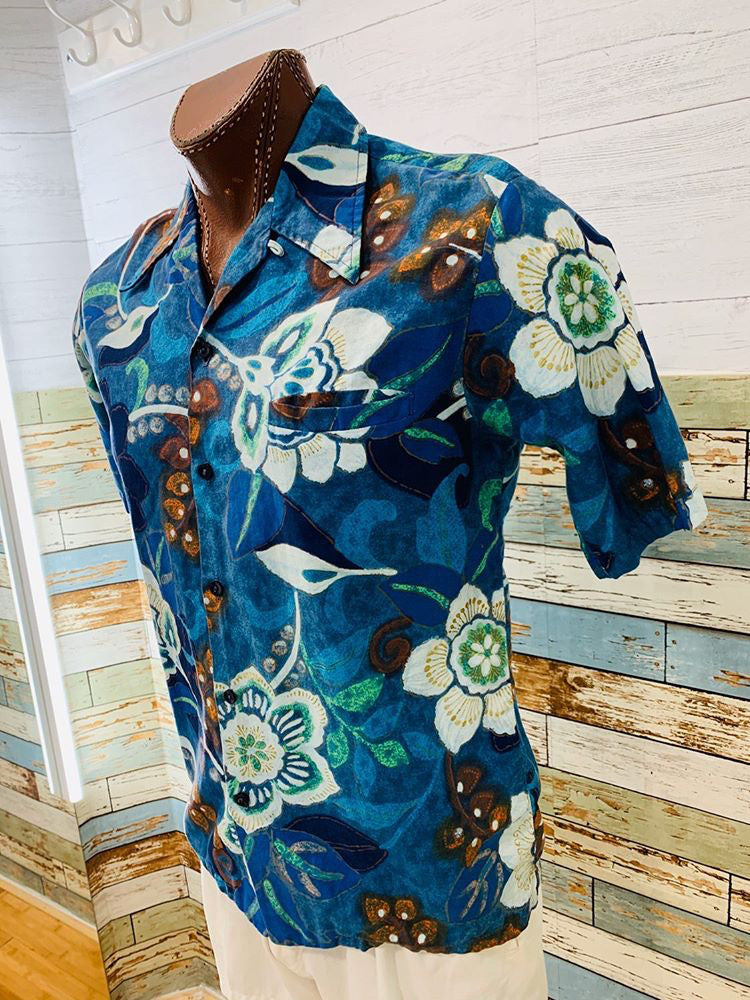 70s Barefoot In Paradise . Hawaii Short Sleeve Shirt