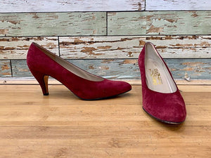 90s - Salvatore Ferragamo  Boutique  Classic Suede Pumps Bordeaux