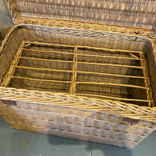 Load image into Gallery viewer, French wicker poultry basket